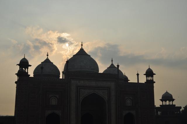 taj mahal guesthouse at sunrise