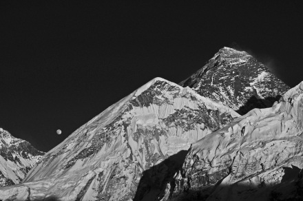 everest & moon (b&w)