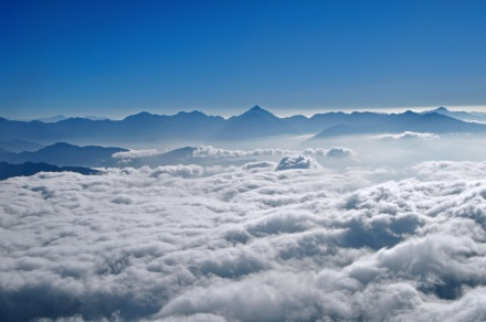 clouds below peaks