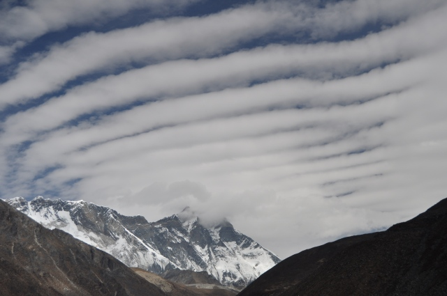 himalya mountain clouds